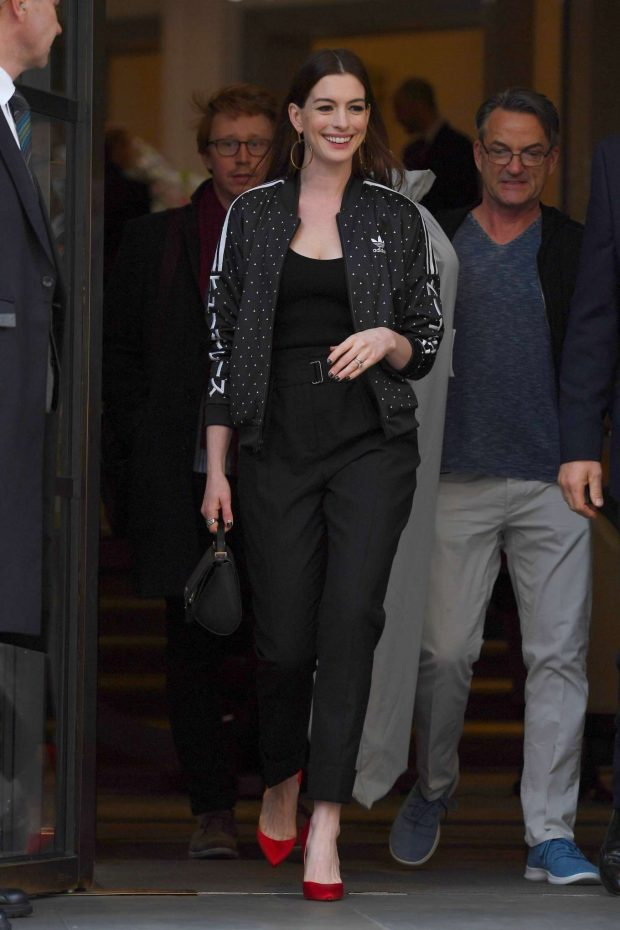 Anne Hathaway: Out in London -02