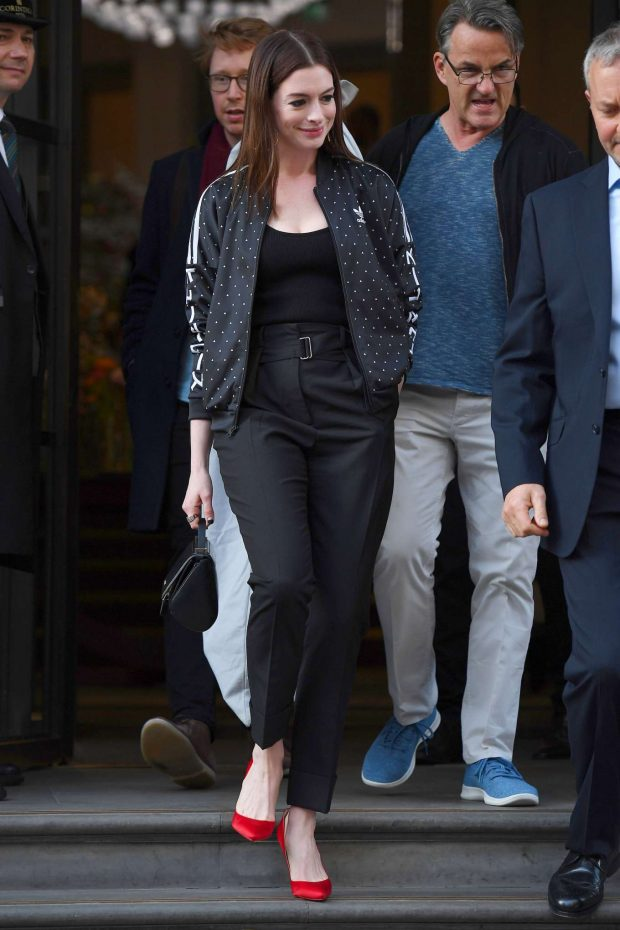 Anne Hathaway: Out in London -03