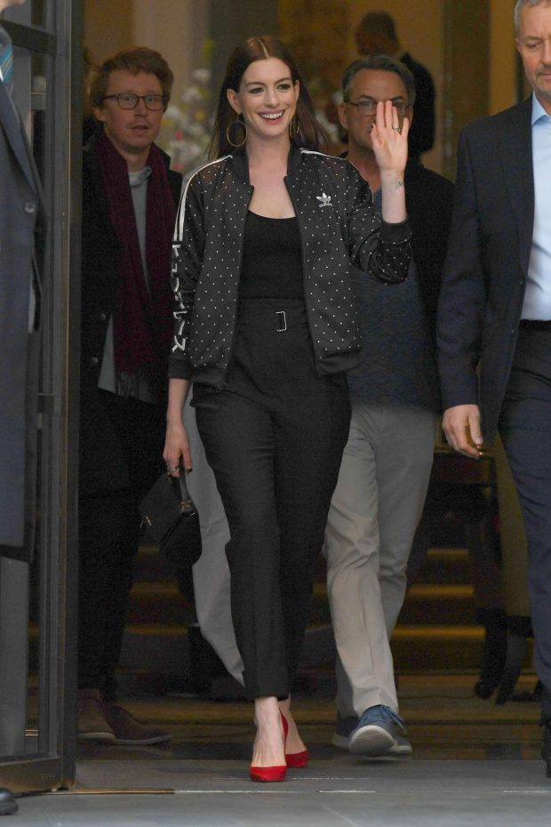 Anne Hathaway: Out in London -04