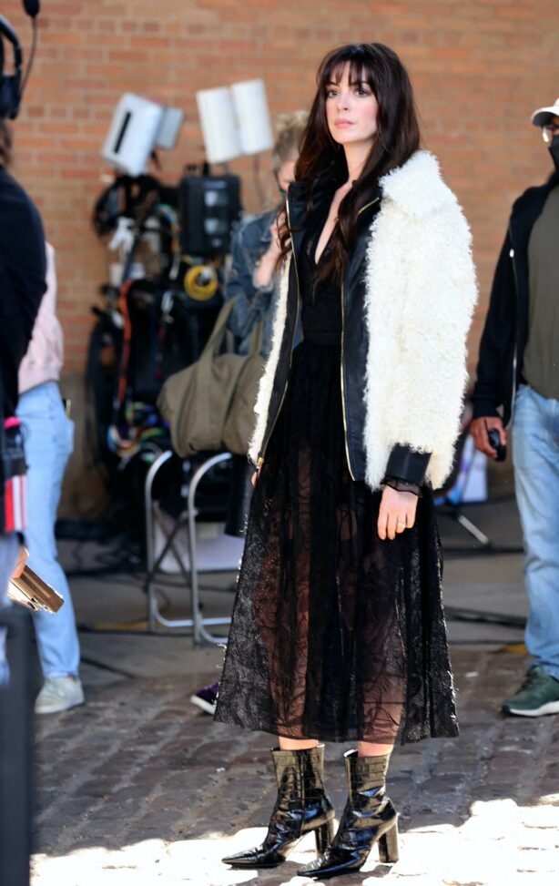 Anne Hathaway - Pictured filming a photoshoot scene at the Apple Tv WeCrashed set in Dumbo