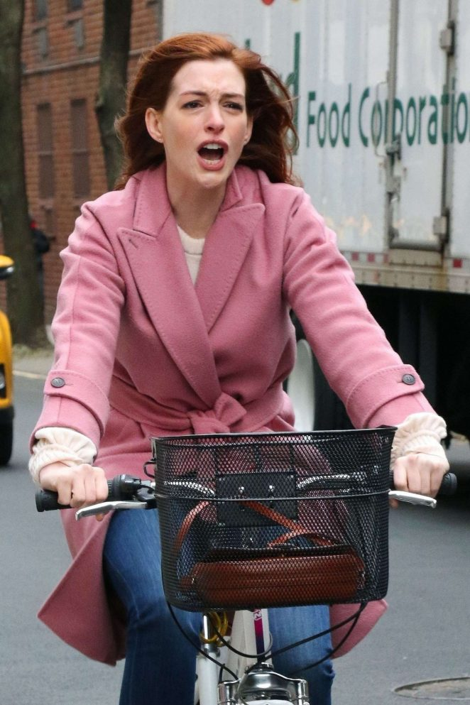 Anne Hathaway - Riding a bike for 'Modern Love' set in New York
