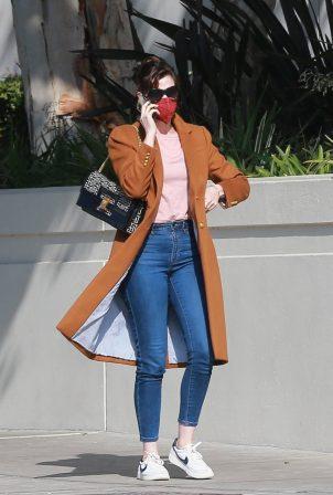 Anne Hathaway - Running errand in Santa Monica