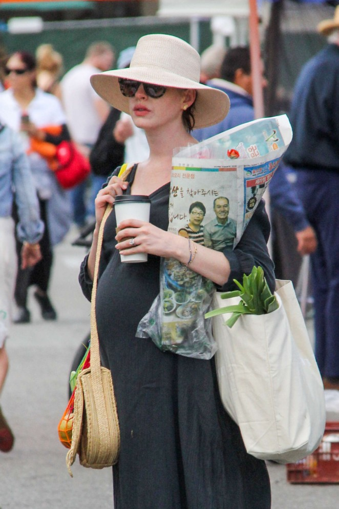 Anne Hathaway – Shopping at local farmer's market in Beverly Hills