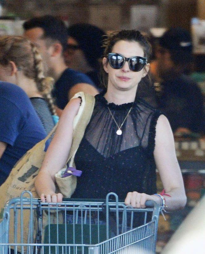 Anne Hathaway - Shopping in LA