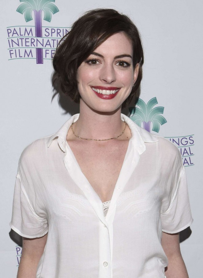 Anne Hathaway - Les stars nues