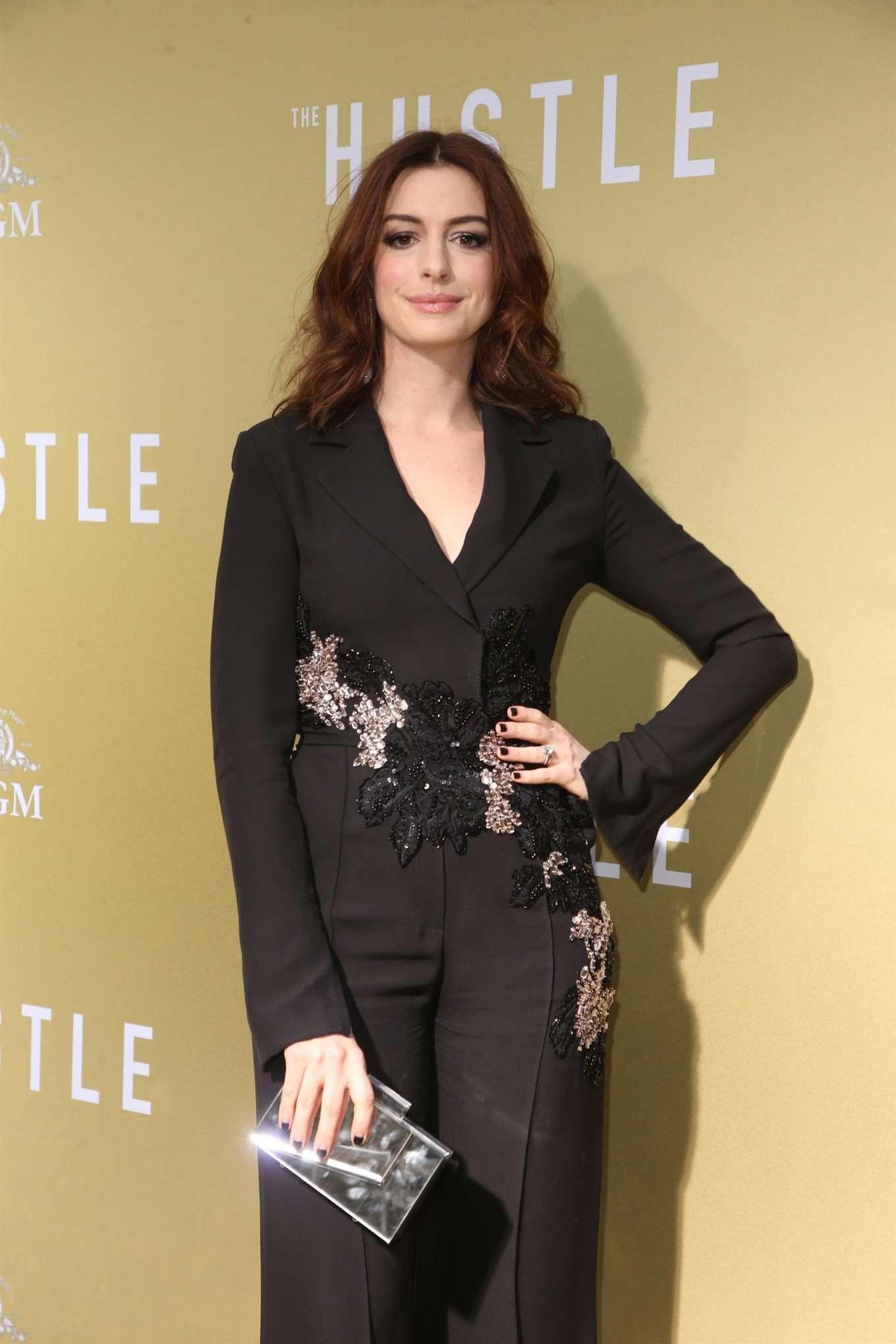 Anne Hathaway 2019 : Anne Hathaway: The Hustle LA Premiere -01