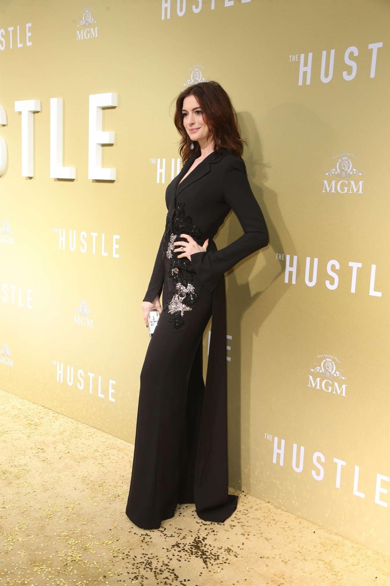 Anne Hathaway 2019 : Anne Hathaway: The Hustle LA Premiere -04