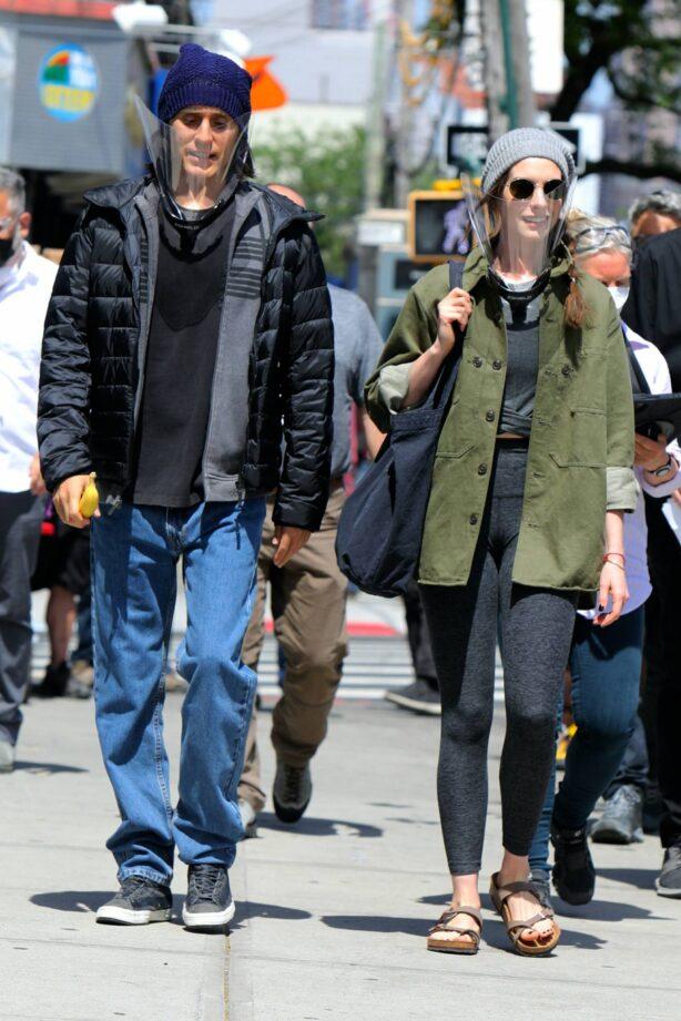 Anne Hathaway - 'WeCrashed' filming in New York
