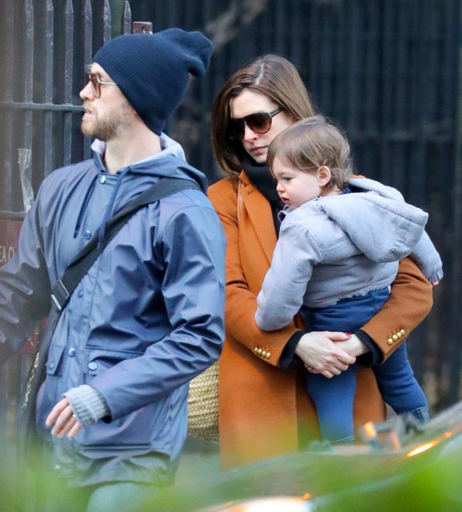 Anne Hathaway Spouse: Anne Hathaway With Husband Adam: Out In Chelsea In New