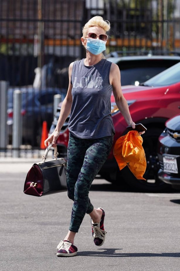 Anne Heche - Heads into practice at the dance studio in Los Angeles