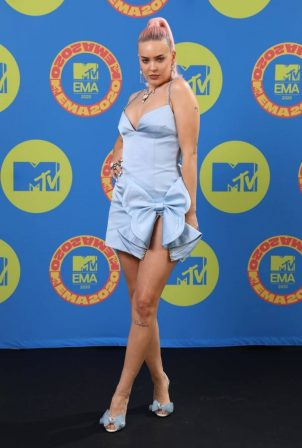 Anne-Marie - Possing at 2020 MTV EMAs in London