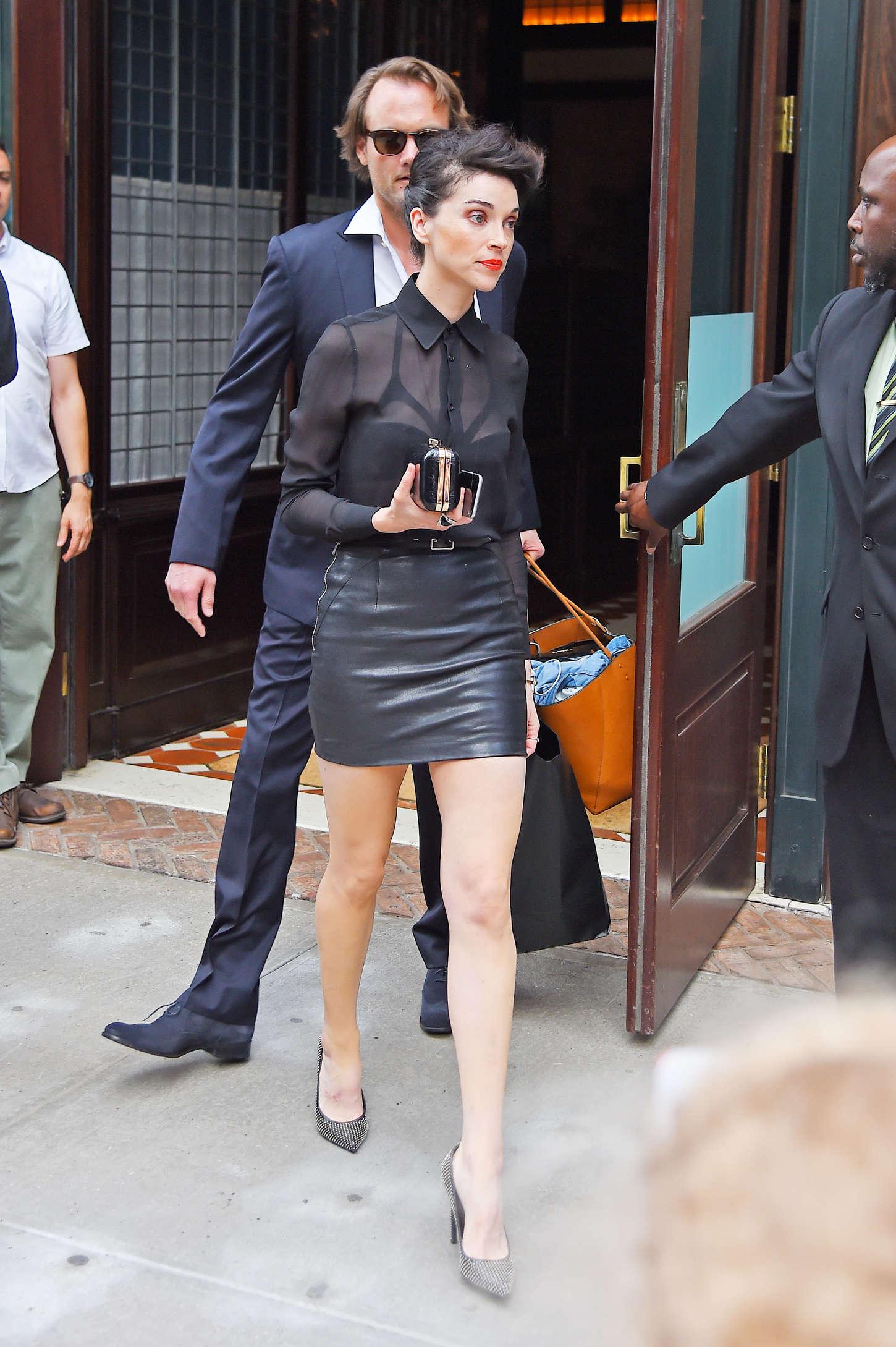 Annie Clark In Leather Mini Skirt 03 Gotceleb