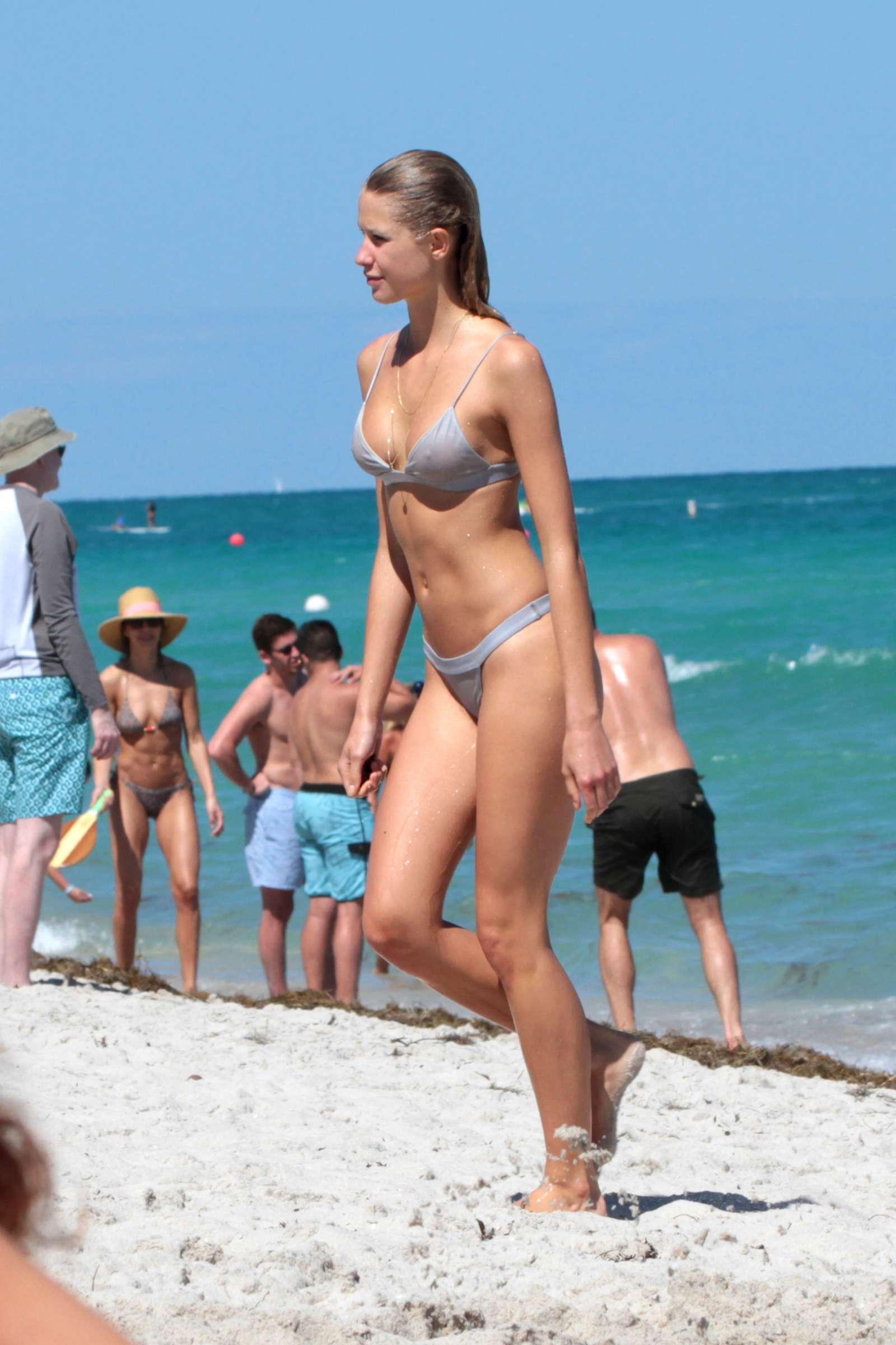 Fuul size girl nudis nude films