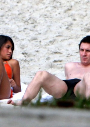 Antonella Roccuzzo - Bikini Candids on holiday with Lionel Messi in Barra da Tijuca