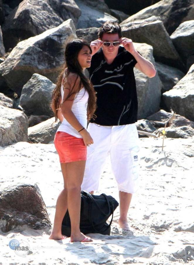 Celebrity Beach Bowl: Antonella Roccuzzo - Can You Please ...