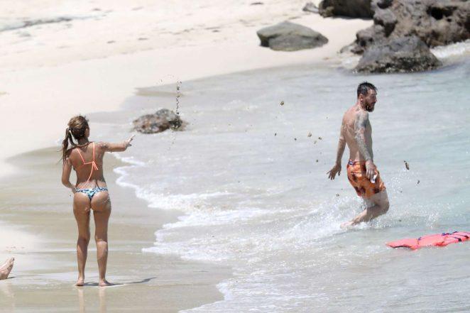 Antonella Roccuzzo: Bikini in Antigua-07