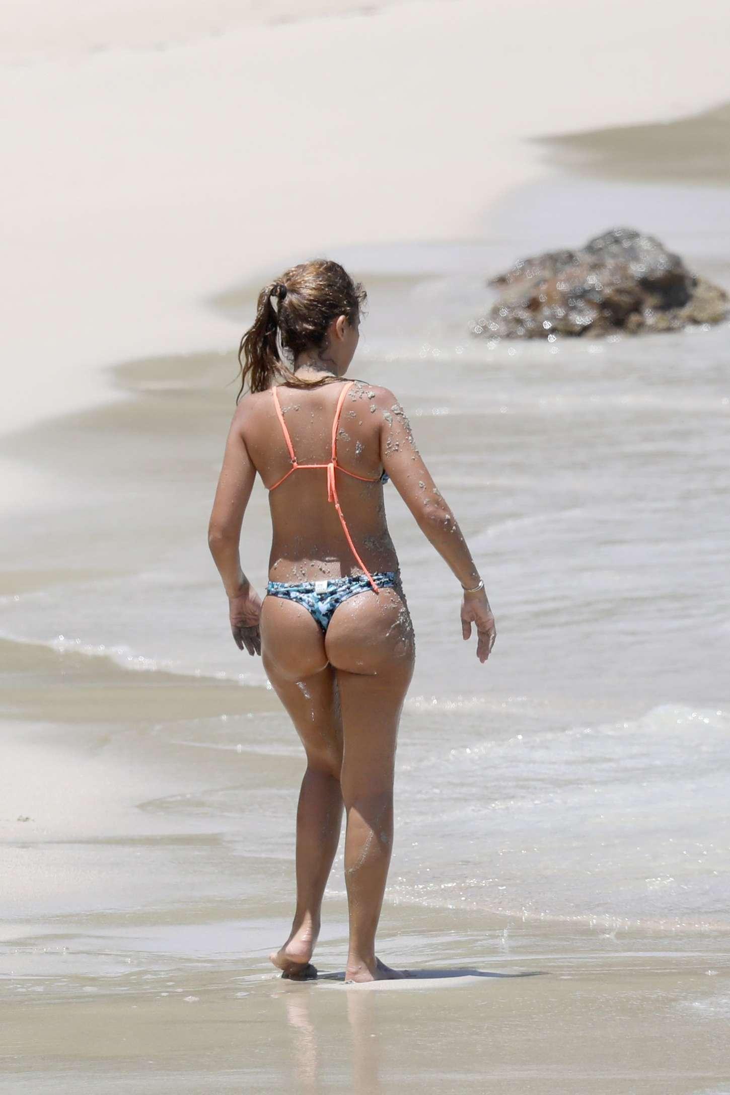 Antonella Roccuzzo: Bikini in Antigua-11