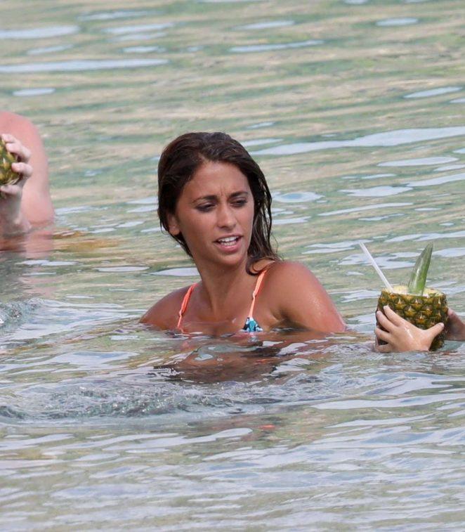Antonella Roccuzzo: Bikini in Antigua-12
