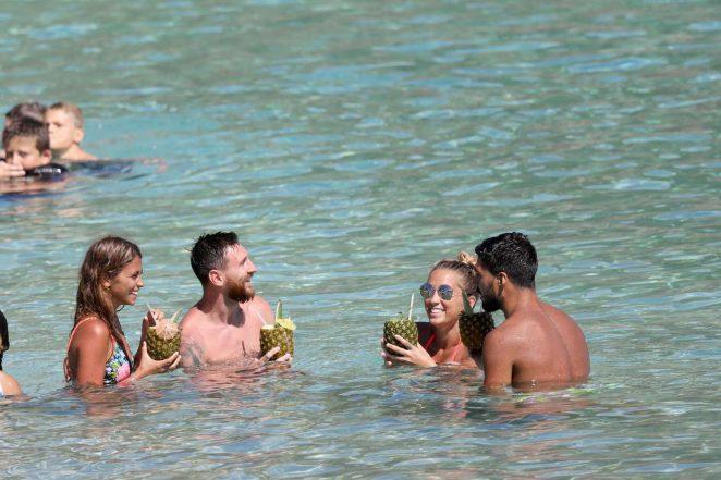 Antonella Roccuzzo 2017 : Antonella Roccuzzo: Bikini in Antigua-13