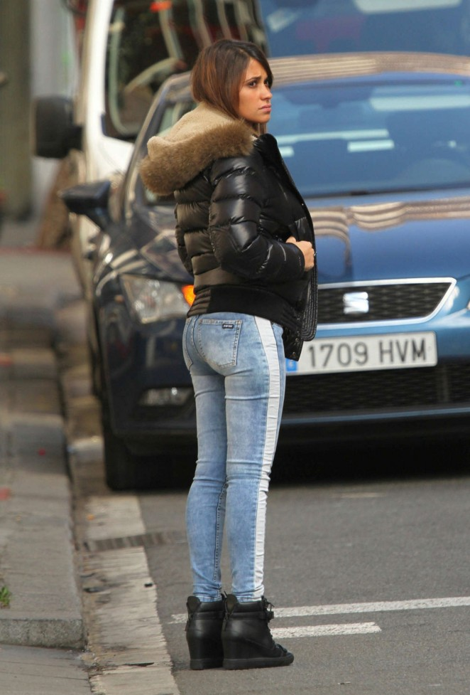[Image: Antonella-Roccuzzo-hot-in-tight-jeans-07-662x977.jpg]
