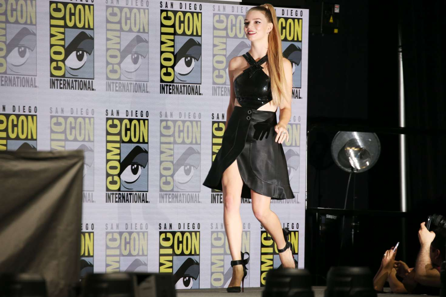 anya taylor joy glass and halloween panel at 2018 comic con in san diego