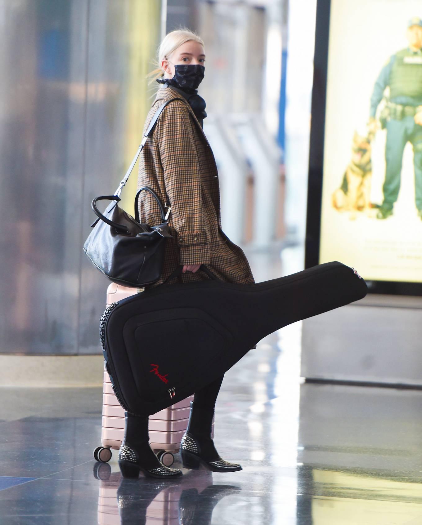 Anya Taylor-Joy - Seen at JFK Airport carrying her Fender guitar in New York