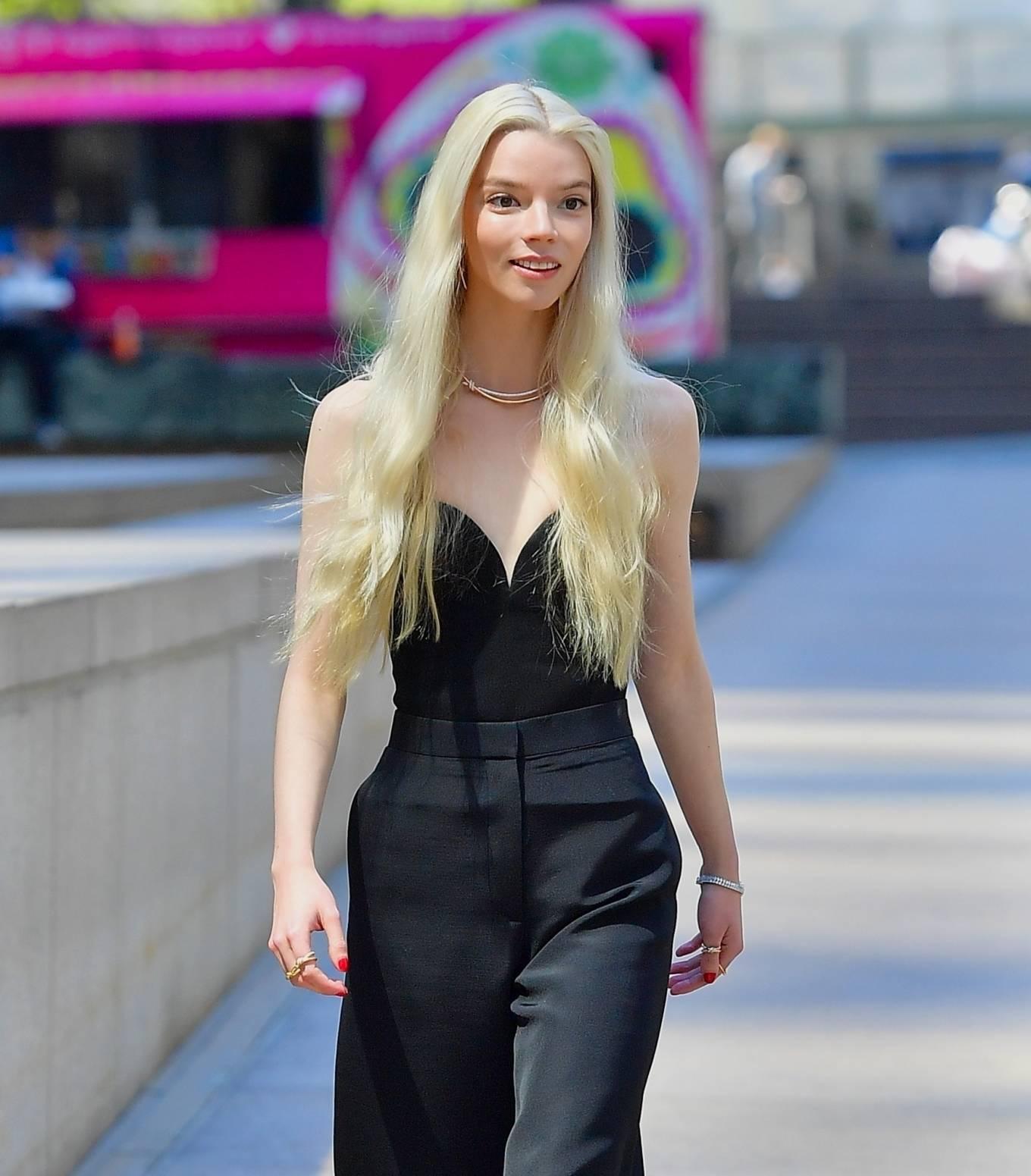 Anya Taylor-Joy 2021 : Anya Taylor-Joy – Shooting advert for Tiffany and Co in New York-02