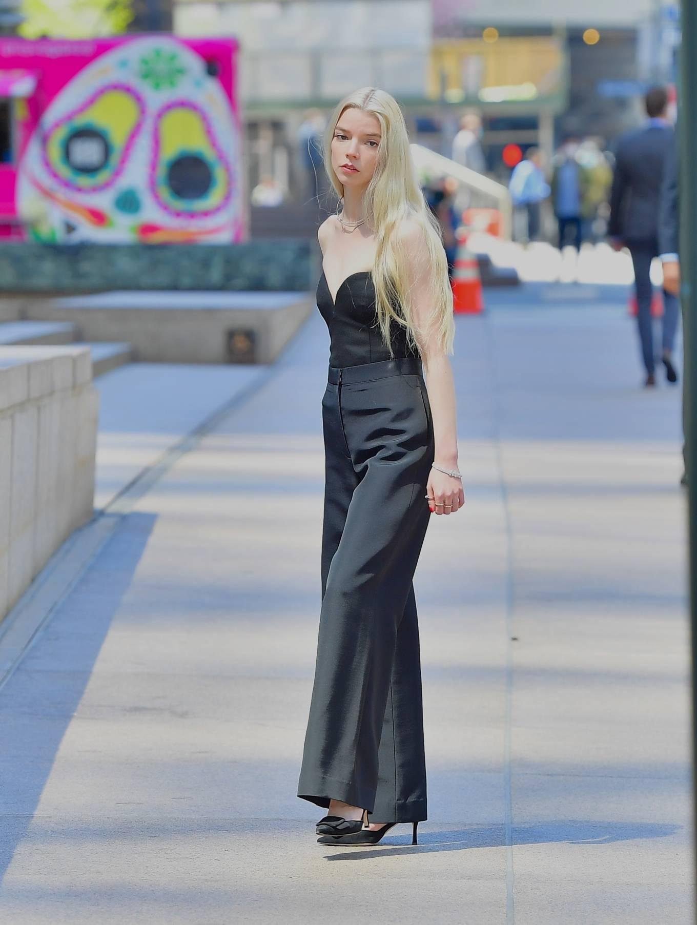Anya Taylor-Joy 2021 : Anya Taylor-Joy – Shooting advert for Tiffany and Co in New York-08