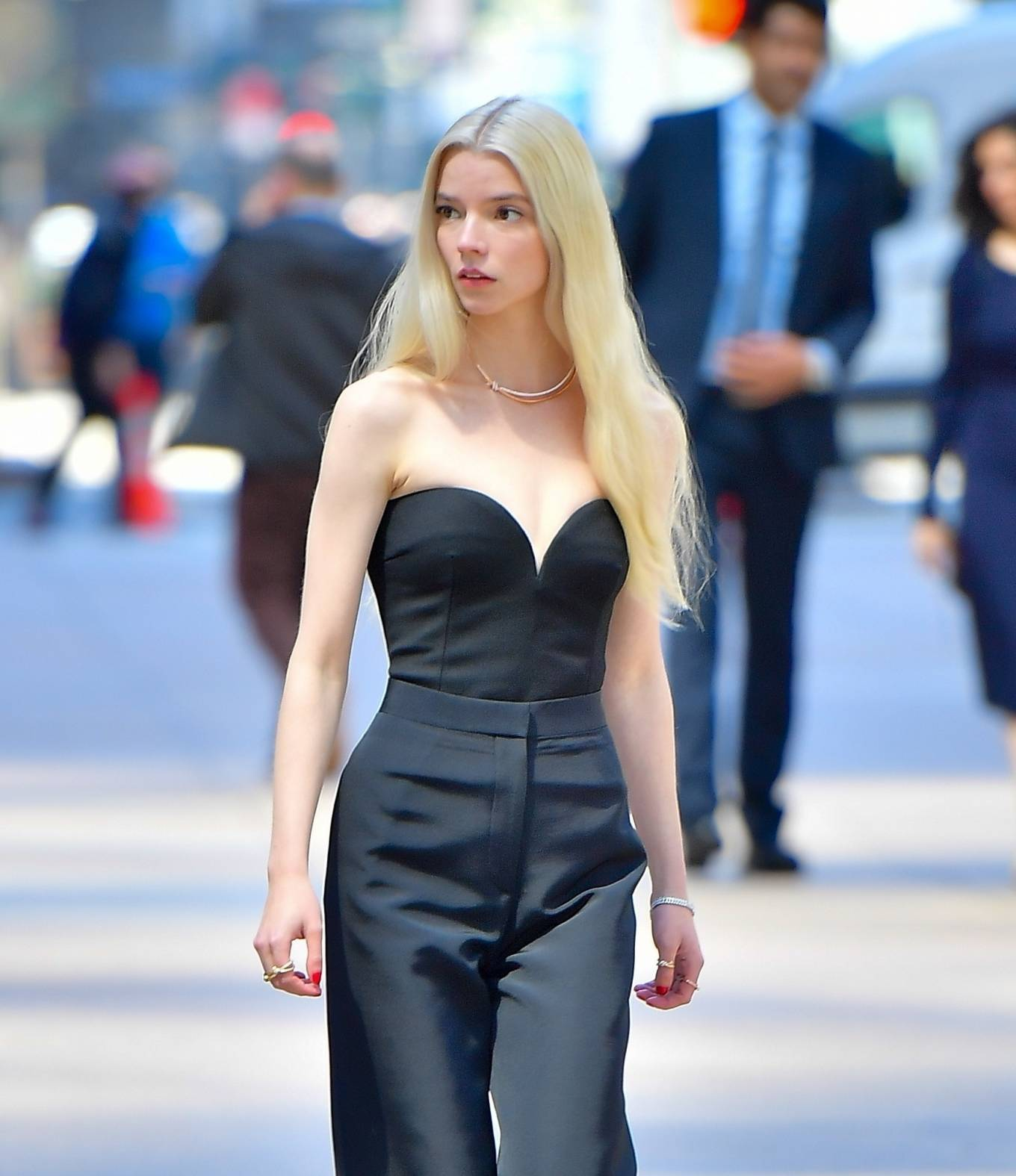 Anya Taylor-Joy 2021 : Anya Taylor-Joy – Shooting advert for Tiffany and Co in New York-12