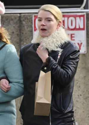 Anya Taylor-Joy - Shopping in New York City