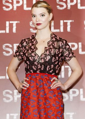 Anya Taylor-Joy - 'Split' Photocall in Milan