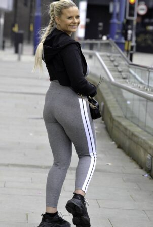 Apollonia Llewellyn - In yoga outfit shopping in Manchester City Centre