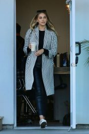 April Love Geary - Leaves a salon at Malibu Country Mart in Malibu