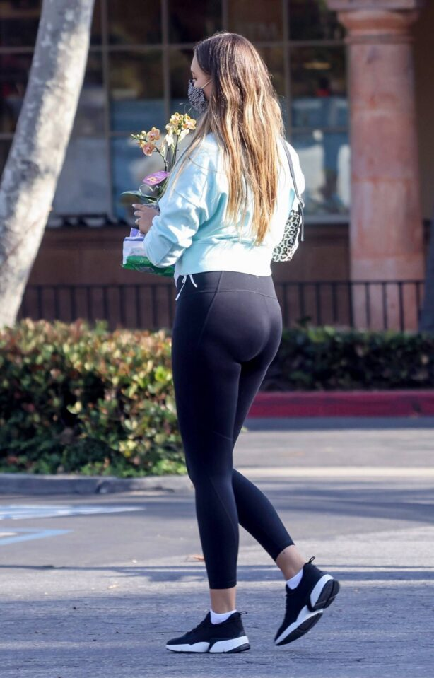 April Love Geary - Shopping at Ralph's in Malibu
