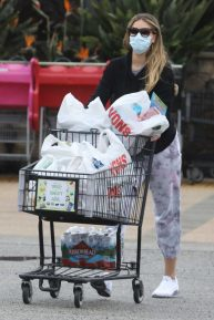 April Love Geary - Shopping candids at supermarket