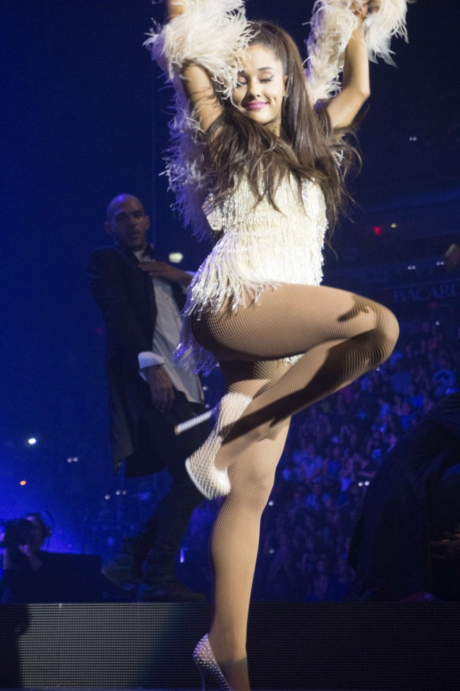Ariana Grande – American Airlines Arena in Miami