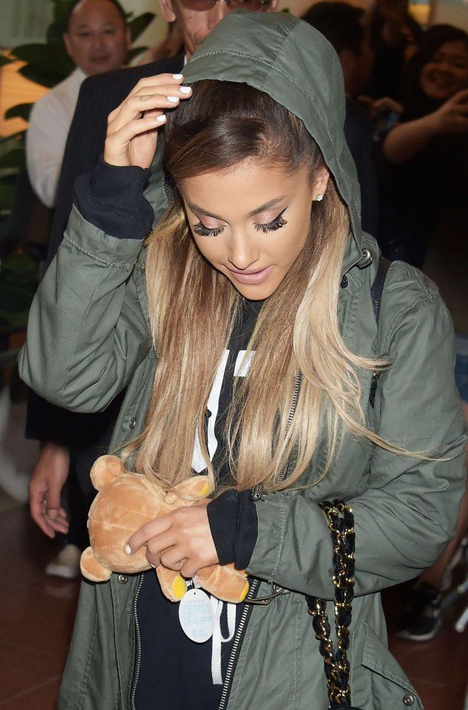 Ariana Grande – Arriving at Haneda Airport in Tokyo