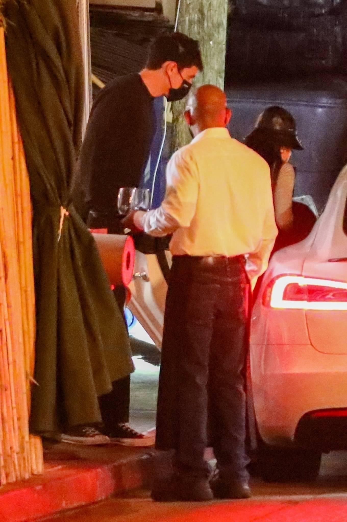Ariana Grande 2021 : Ariana Grande – Dinner date with fiance Dalton Gomez in Los Angeles-01