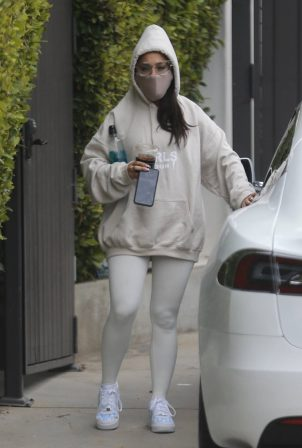 Ariana Grande - Leaving the gym wearing a hoodie and face mask in Los Angeles