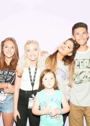 ariana grande meet greet in paris