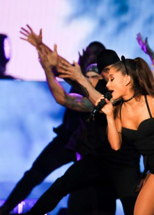 Ariana Grande - The Honeymoon Tour in Chicago
