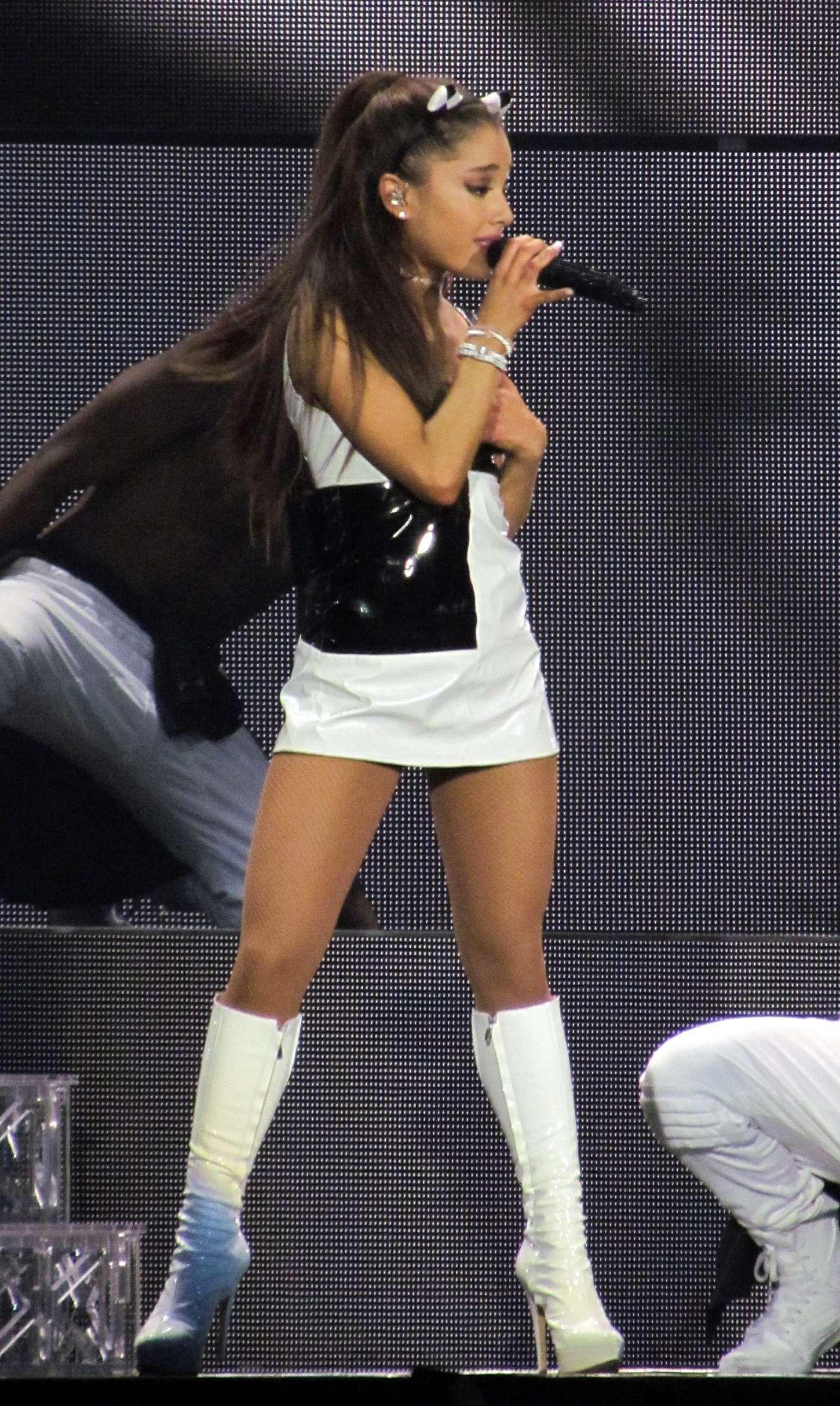 Ariana Grande – 'The...