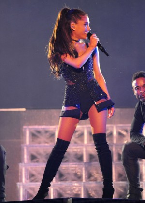 Ariana Grande: Performs in Pittsburgh -01
