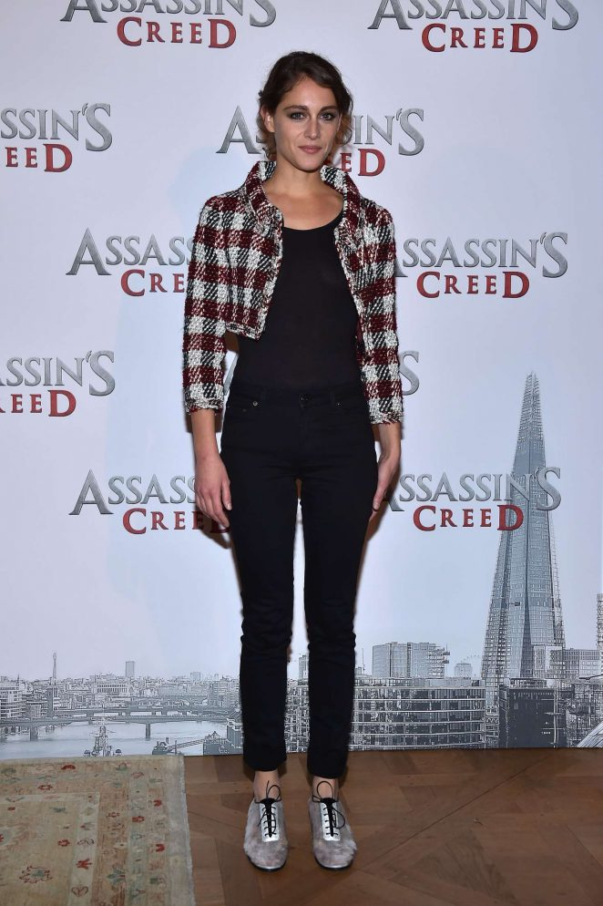 Ariane Labed - 'Assassin's Creed' Photocall in Paris