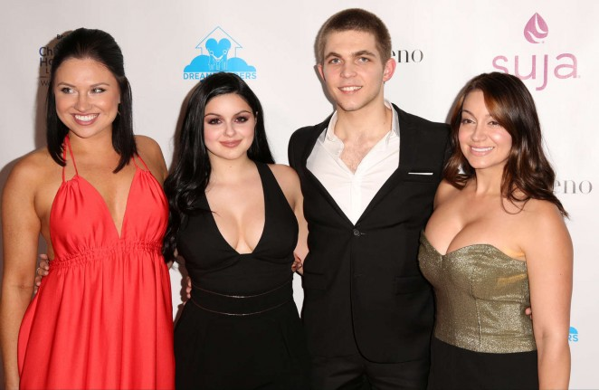 Ariel Winter: 3rd Annual A Brighter Future For Children Charity Gala -07