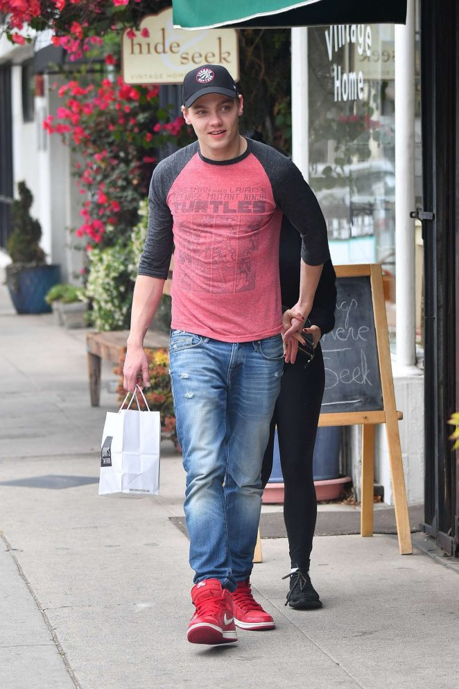 Ariel Winter and Levi Meaden out in Studio City -15