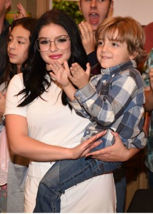 Ariel Winter and Sarah Hyland - Celebrate Modern Family's 200th Episode in LA