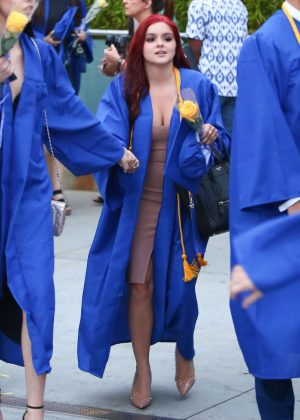 Ariel Winter at her Graduation in LA -05