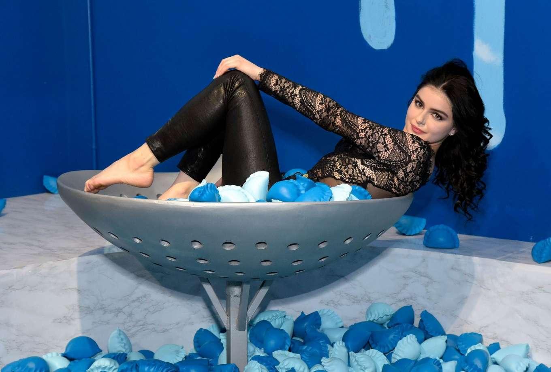 Ariel Winter 2019 : Ariel Winter – Dumpling and Associates pop-up art exhibition-31