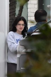 Ariel Winter - Gets food delivered to her home in Studio City